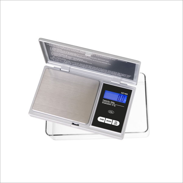 ON BALANCE SCALE 600 X 0.1G WITH EXTRA LARGE TRAY